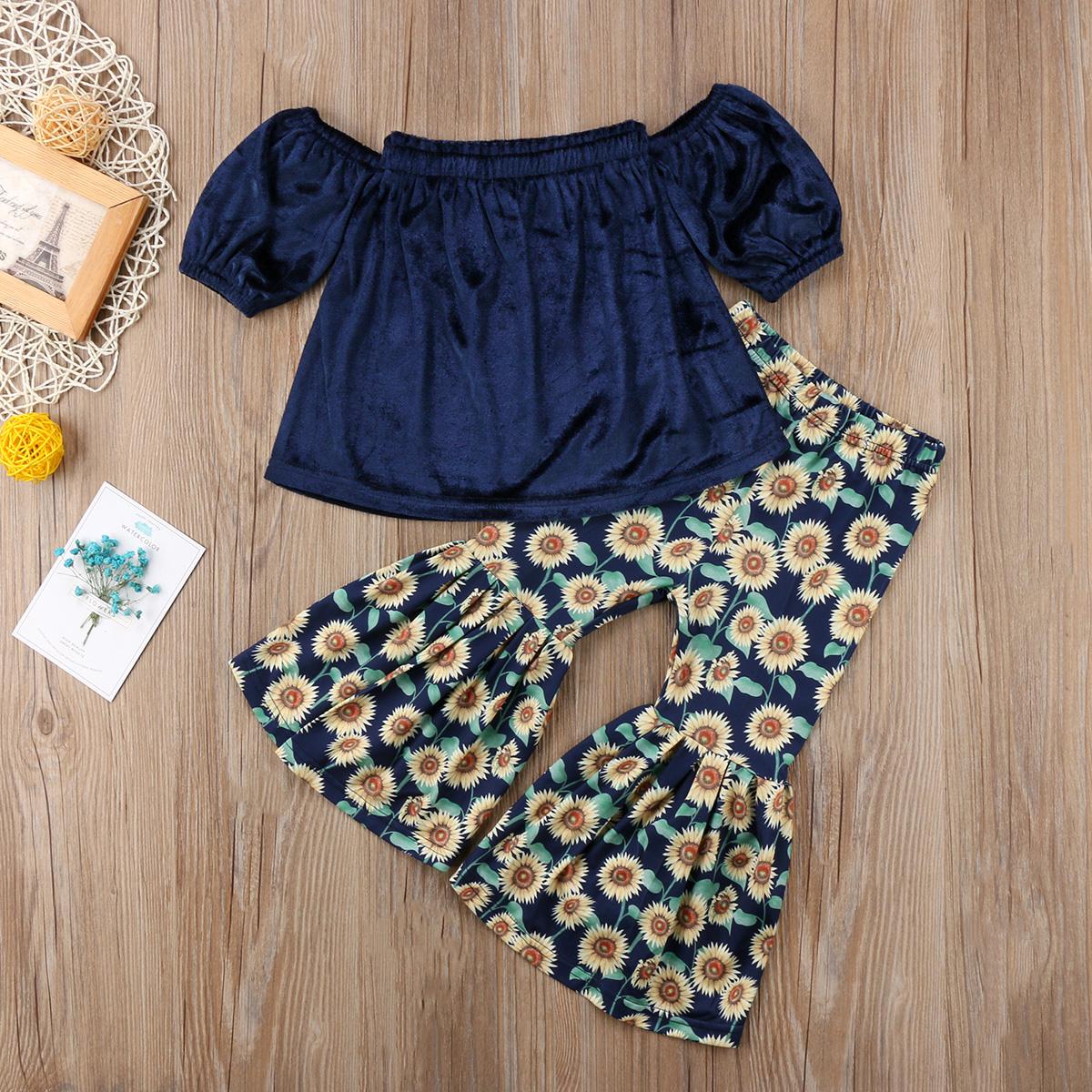 Uroczy zestaw na lato dla dziewczynki – spodnie rozszerzane dołem w słoneczniki + bluzka z odsłoniętymi ramionami. Rozmiar 2-6lat. Cena 28zł.