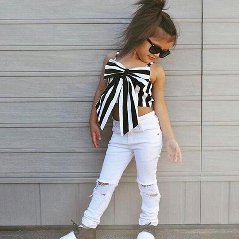 Stylowy zestaw dla dziewczynki – spodnie + top (różne wzory). Rozmiar 2-7lat. Cena ok. 34zł.
